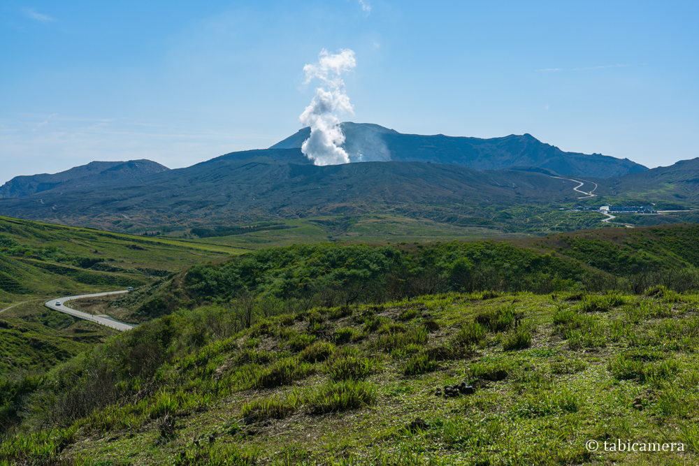 草千里からの阿蘇中岳と噴煙