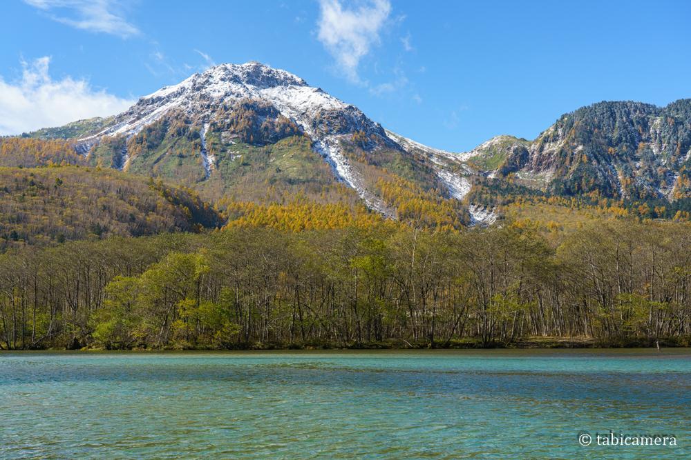 上高地大正池と焼岳 紅葉と雪化粧