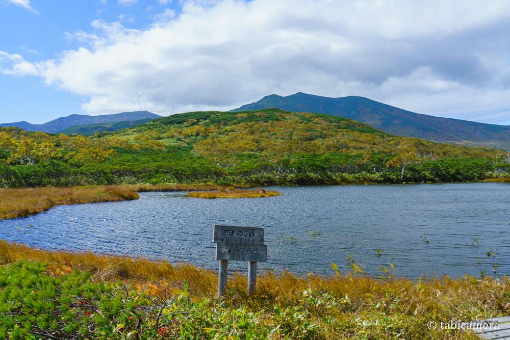 秋の紅葉の羅臼湖 四の沼