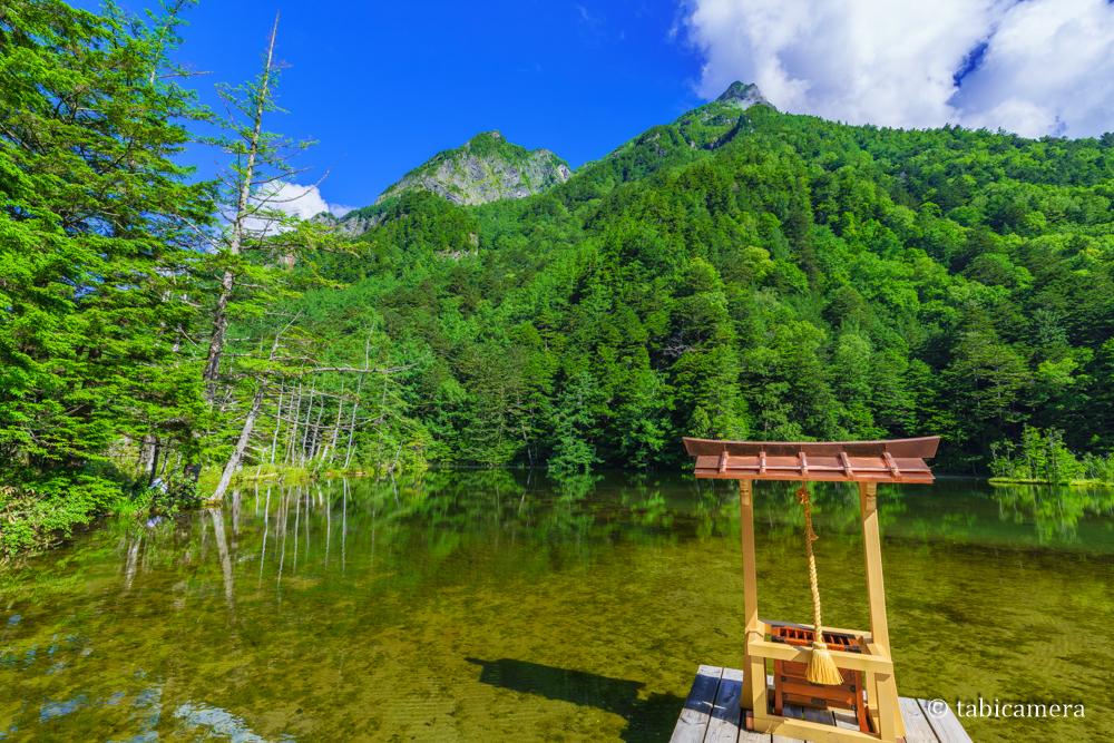 上高地の明神池と明神岳