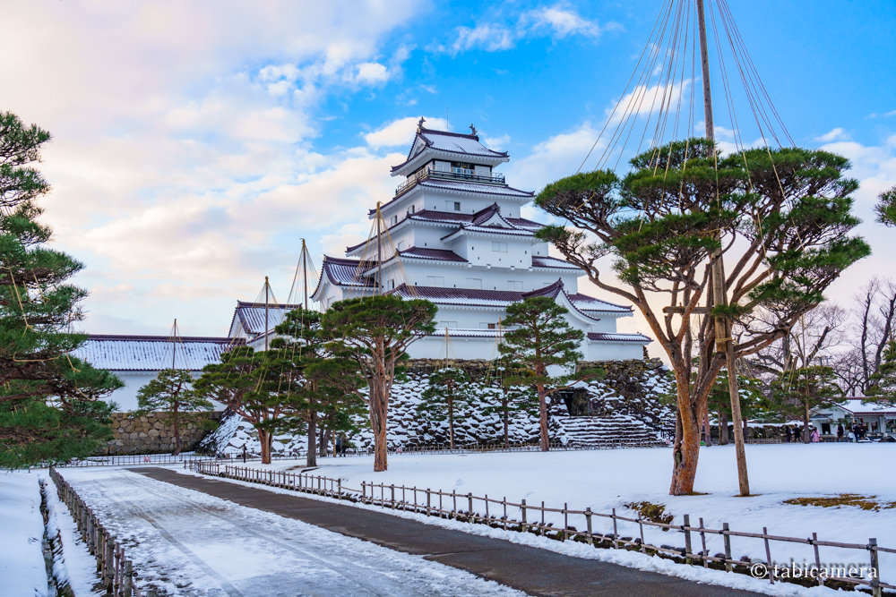 冬の会津鶴ヶ城の雪景色