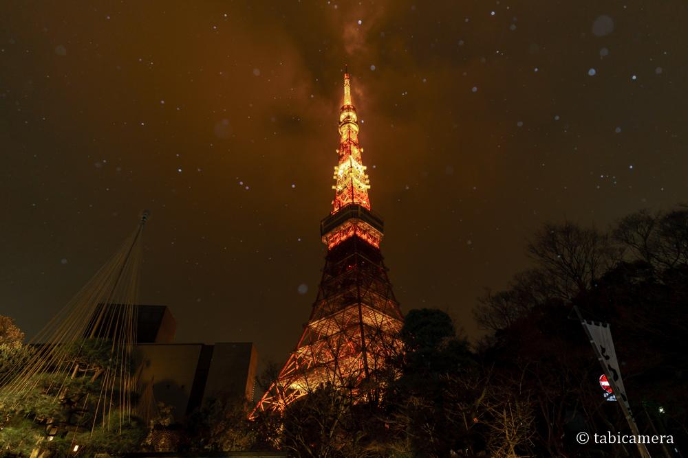 東京タワーと雪