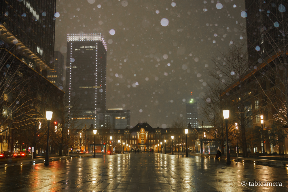 東京駅と雪