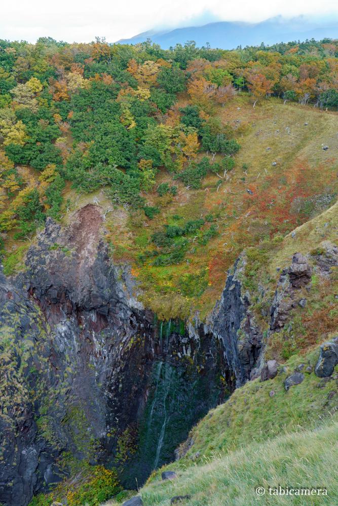 知床秋の紅葉のフレペの滝